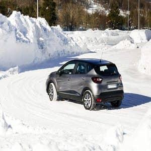 Lee más sobre el artículo Cómo conducir sobre nieve sin cadenas