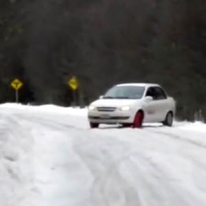 Lee más sobre el artículo Cómo conducir en una curva con hielo
